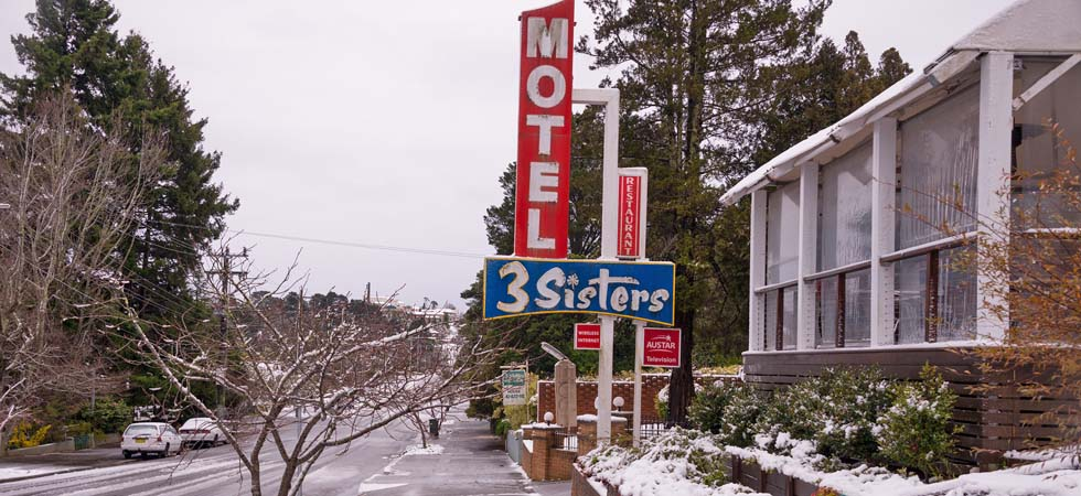 3 Sisters Motel & Cottage after a fresh snow fall. - Katoomba Blue Mountains NSW